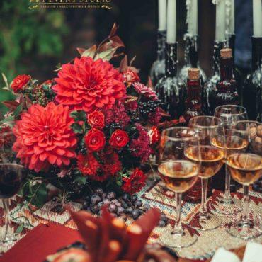 Грузинская свадьба. Фуршет с цветами и вином. Виноград