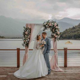 Свадебная церемония в Грузии на озере Kvareli Lake