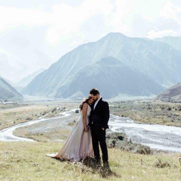 Красивое венчание в горах